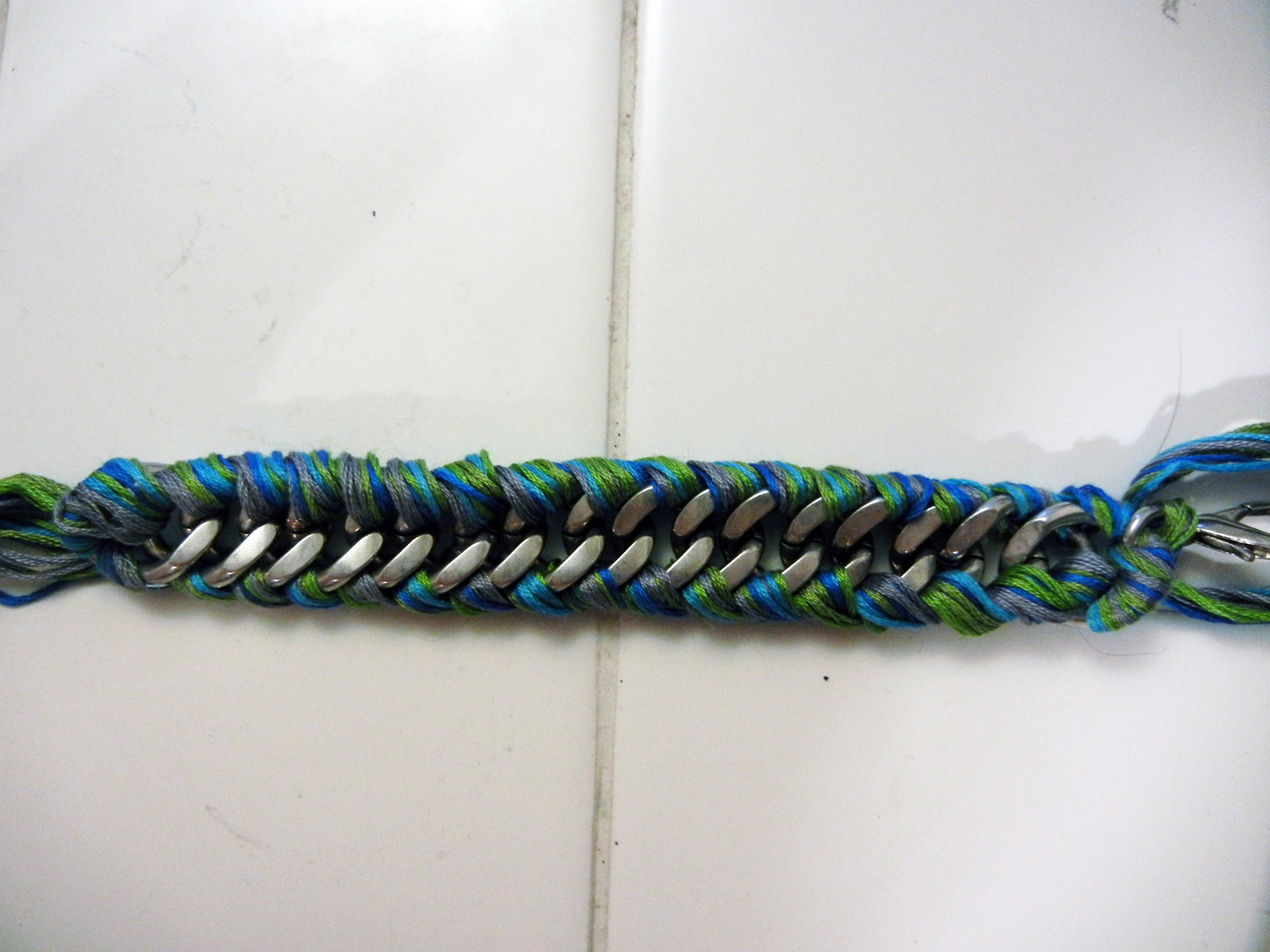 Embroidery Floss Friendship Bracelets - Buzzle Web Portal
